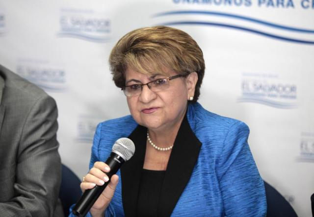 Photo of Violeta Menjivar, former Minister of Health, giving a press conference